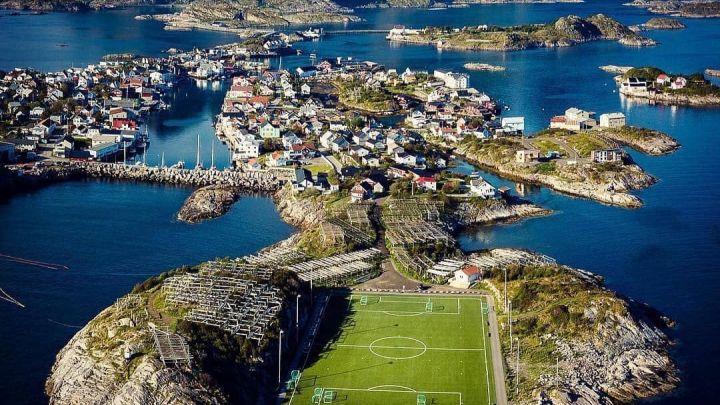 Viaggio alle Isole Lofoten: alla scoperta dell'Henningsvaer Stadion