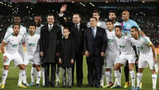 Raja Casablanca lining up with the Moroccan King before the 2013 FIFA Club World Cup final against Bayern Munich  (Pic Cou: BBC.co.uk)