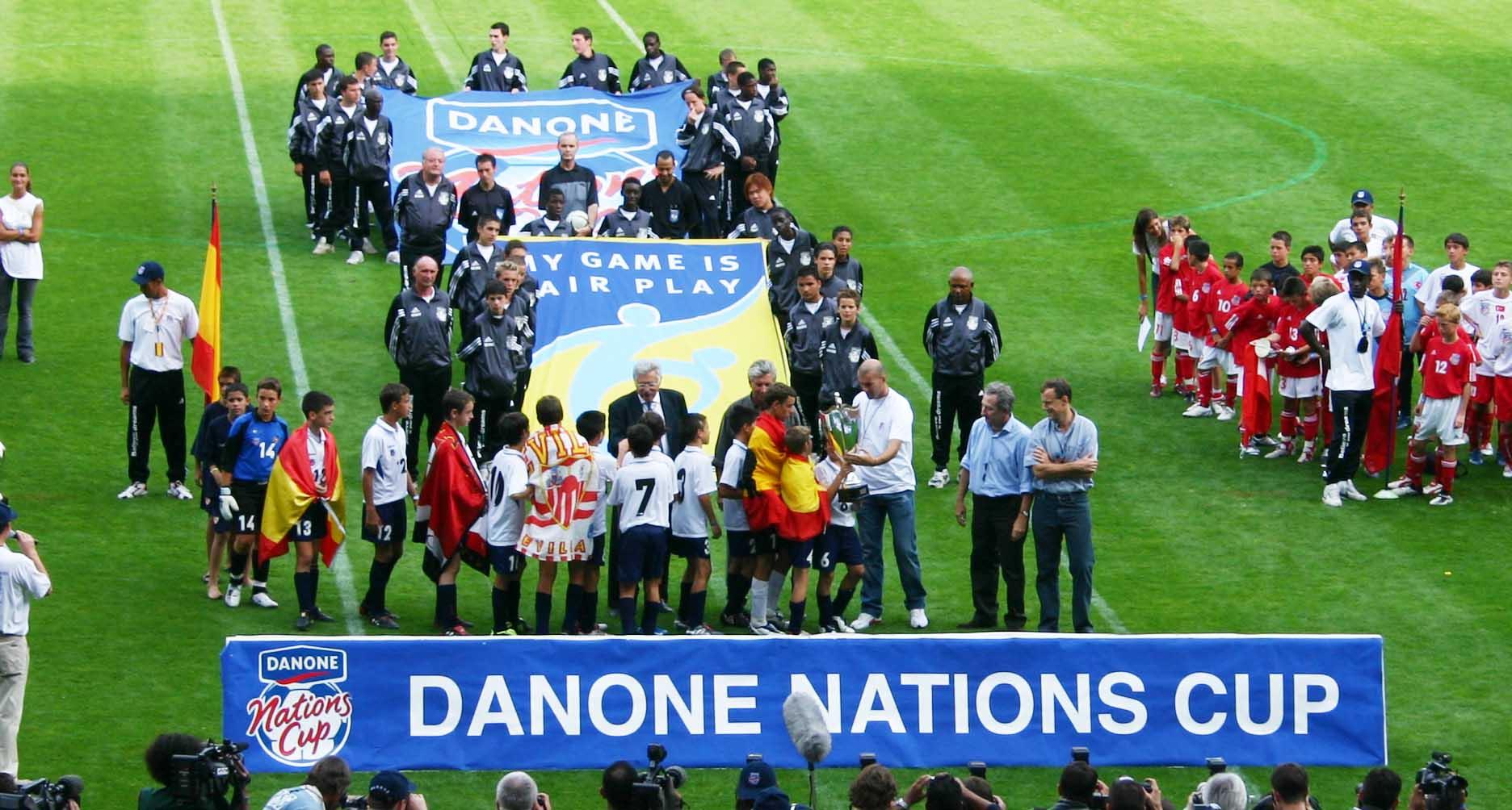 Organis e au qatar en 2014 la danone cup servira de - Prochaine coupe du monde de foot 2022 ...