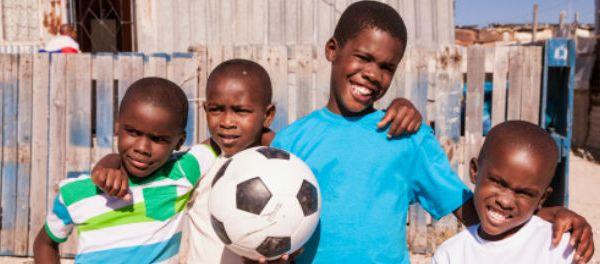bresil-mondial-2014-somalie-aide-ouvriers-bresiliens-stades-illustration