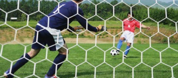 footballfrance-gardien-de-but-yeux-bandes-stoppe-penalty-illustration