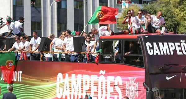 footballfrance-defile-portugal-euro-2016-champs-elysees-illustration