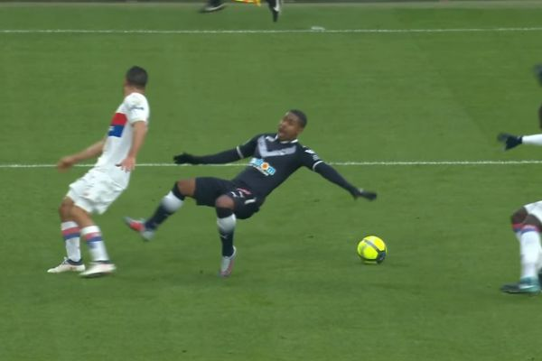 footballfrance-bordeaux-malcom-pas-touche-illustration