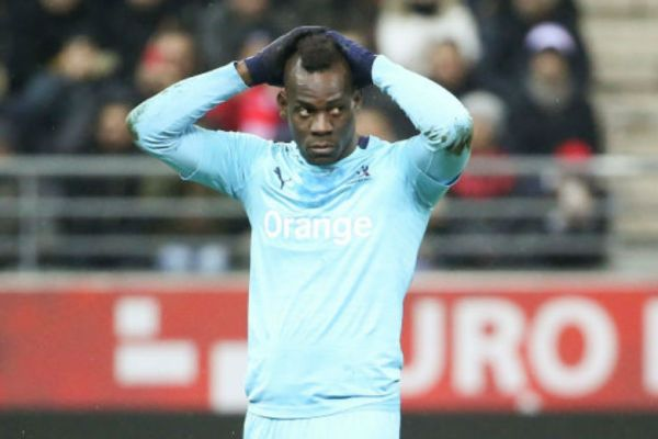 footballfrance-mario-balotelli-blessure-celebration-illustration
