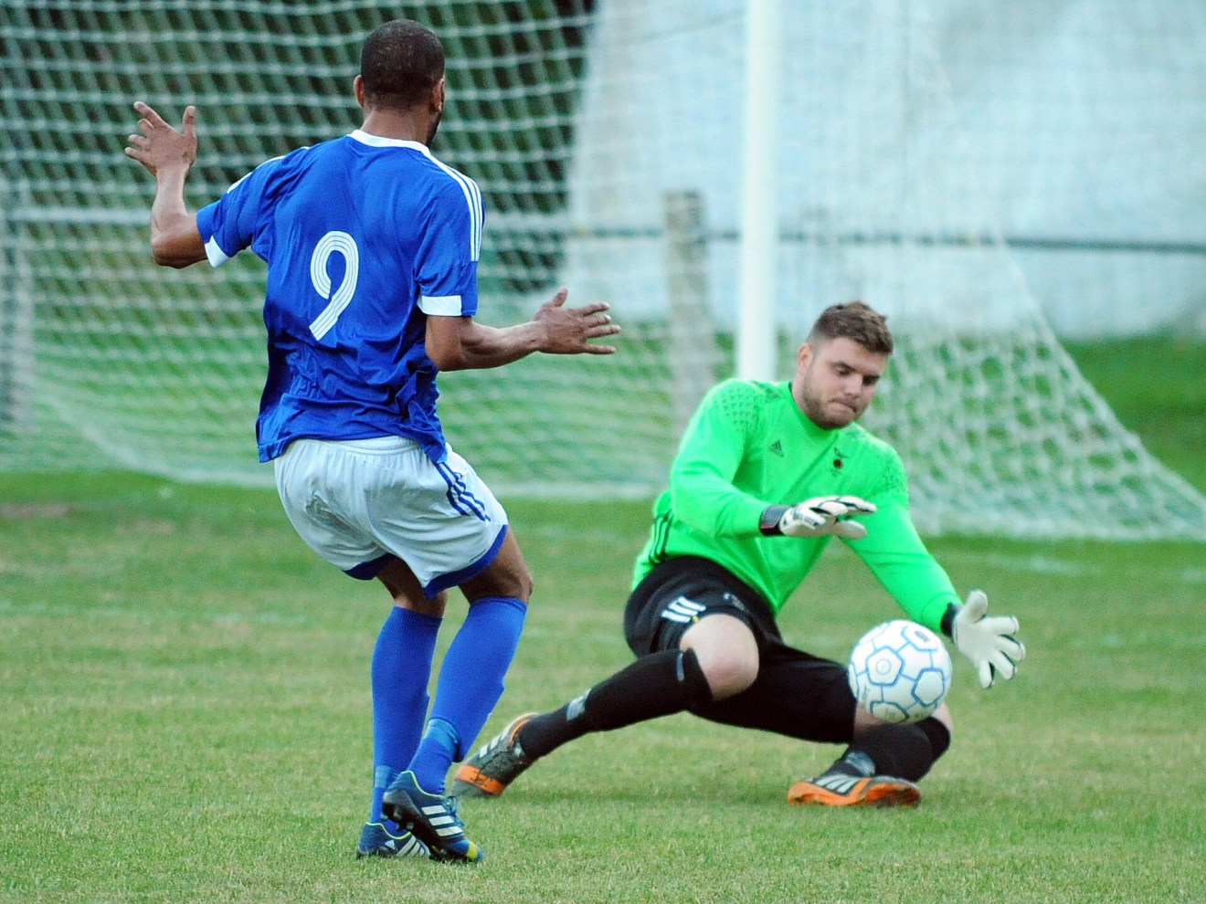 Bracknell keeper Chris Grace saves in the first half against the Highmoor No9 Anthony White, who gets a brace in the second half for Highmoor-IBIS. Photo: Mark Pugh.