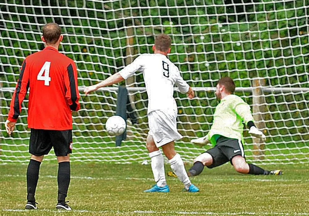 Craig Haylett equalises for Wokingham & Emmbrook FC. Photo Mark Pugh.