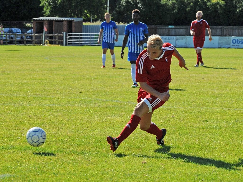 Kennie Chamberlain scores for Bracknell Town. Photo: Mark Pugh.