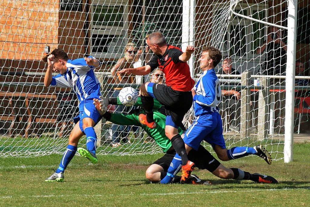 Sandhurst Town's Mark Thomas. Phoyo: Mark Pugh.