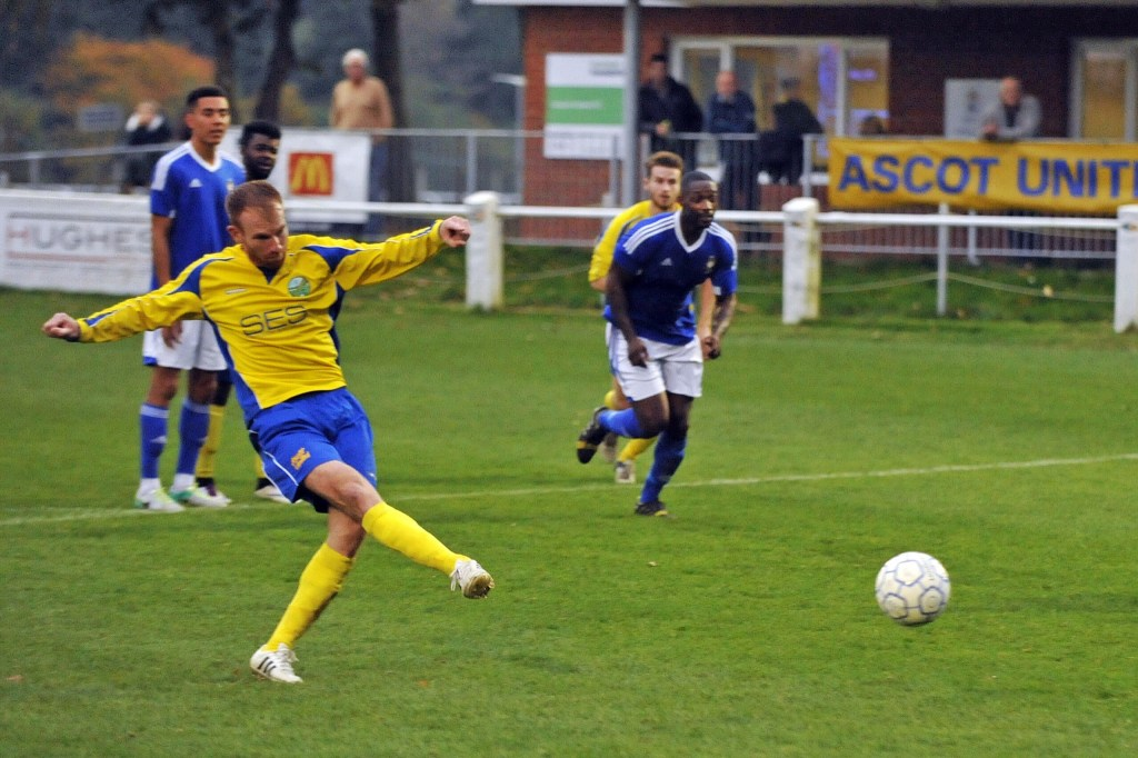 5 great images from Ascot United's League Cup defeat on Saturday