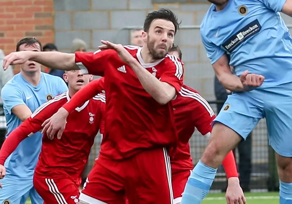 Bracknell Town midfielder Gavin Smith. Photo: Neil Graham.