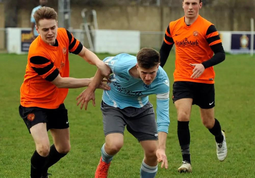10-man Wokingham & Emmbrook hold promotion chasing Woodley United