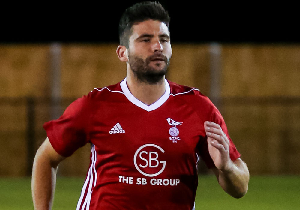 Bracknell Town's Jon Bennett. Photo: Neil Graham.