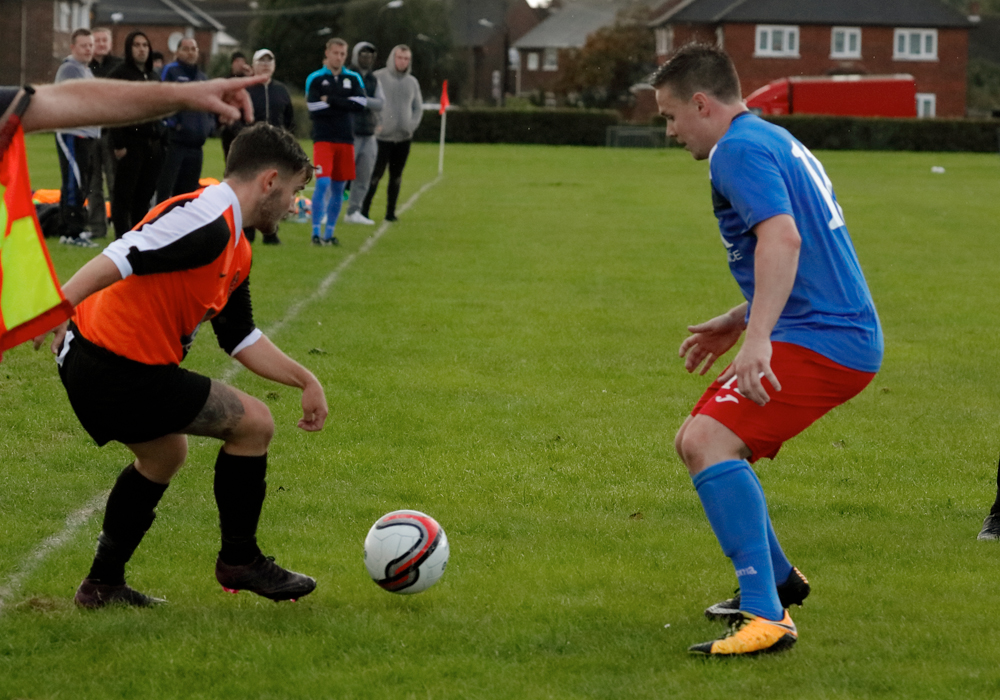 Wokingham & Emmbrook's Chris Robson against Chalfont Wasps. Photo: Graham Tabor.
