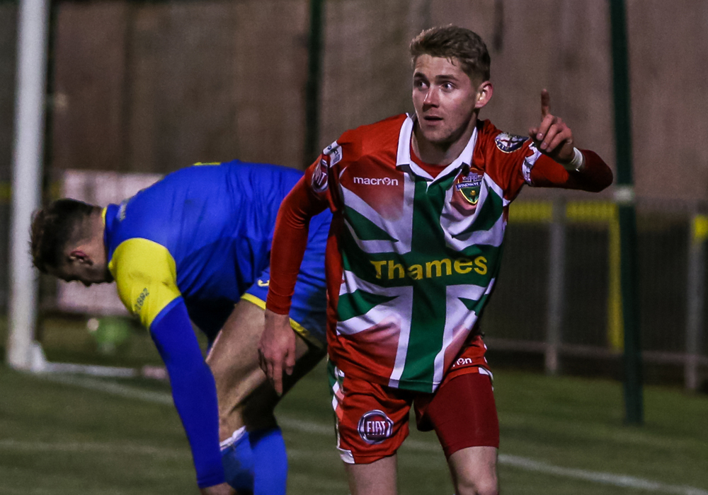 Dan Roberts scores for Windsor. Photo: Neil Graham.