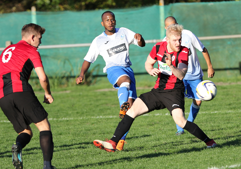 Sandhurst Town vs Eversley & California in the Combined Counties League Division 1. Photo: Richard Milam.