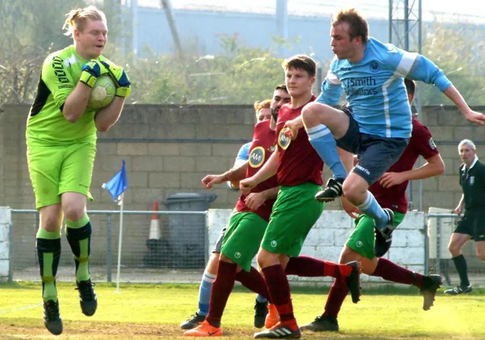 Woodley's Ben Clark challenges Holyport goalkeeper Jake Quelch. Photo: Peter Toft.
