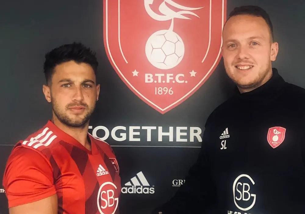 Bracknell Town sign 24-goal Lee Barney