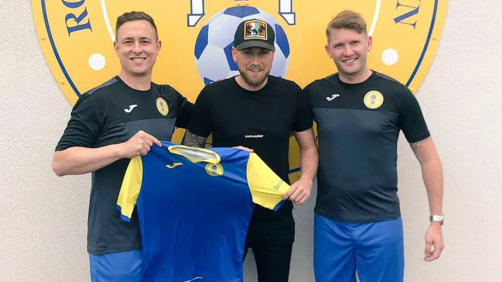 Newbury boss makes playing return to Hellenic League