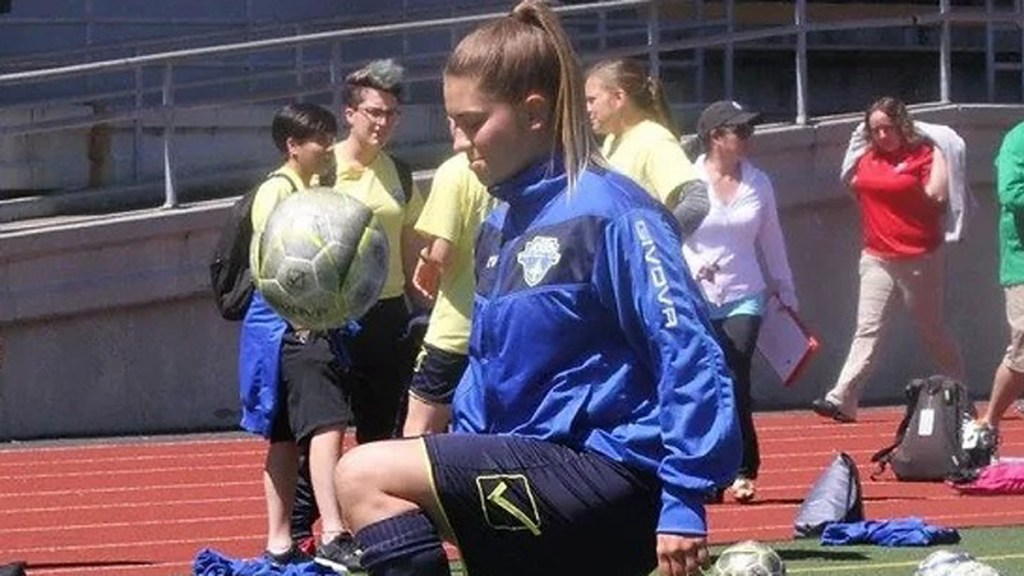 From States to Stripes: Nicole Barrett joins Maidenhead United Women