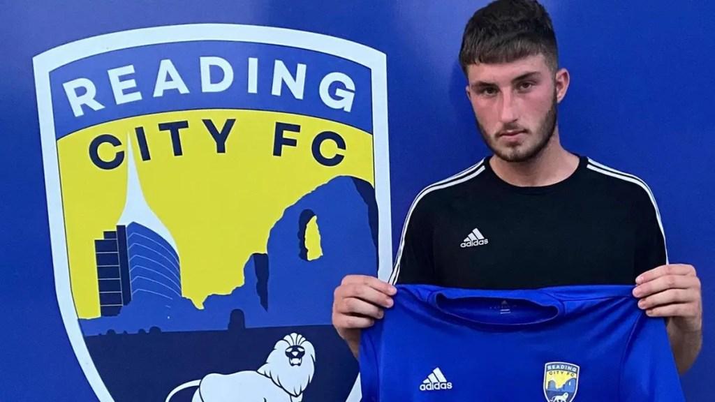 Brad Farren signs for Reading City