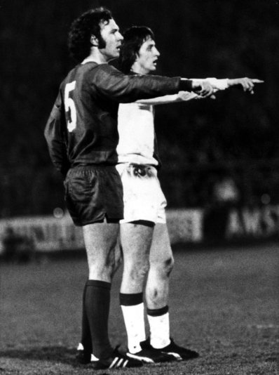 (L-R) Bayern Munich's Franz Beckenbauer and Ajax's Johan Cruyff appear to be making the same point to their teammates