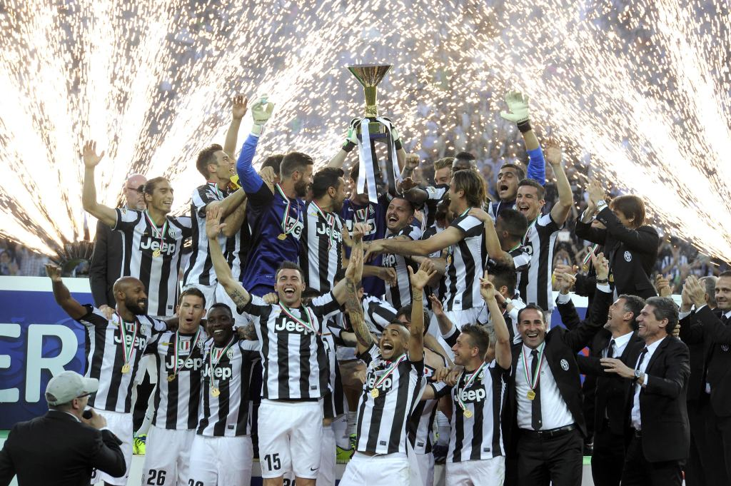 Juventus FC players celebrate with the Serie A trophy after the Serie A match between Juventus and Cagliari Calcio at Juventus Arena on May 11, 2013 in Turin, Italy. (Photo by Claudio Villa/Getty Images)