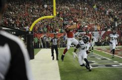 Back judge Greg Yette nails the endline call on the touchdown by Falcons tight end Tony Gonzalez. This was Yette's first professional playoff game. (Atlanta Falcons photo)