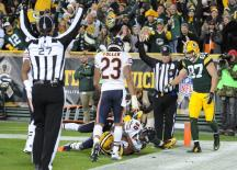 BJ Lee Dyer (27) and FJ Steve Zimmer on the touchdown call [Chicago Bears photo]