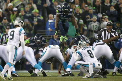 Umpire Undrey Wash watches Kam Chancellor's field goal block for a potential leaping foul. This was a legal play. (Seattle Seahawks photo)