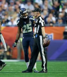 Head linesman Dana McKenzie (Seattle Seahawks photo)