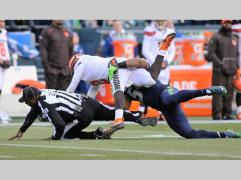 Barry Anderson collides with Johnny Manziel (Seattle Seahawks)