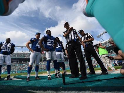 Gene Steratore (Indianapolis Colts)
