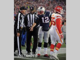 Gary Cavaletto (L) and Phil McKinnley (New England Patriots)