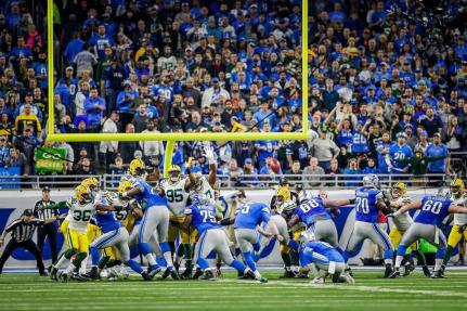 Walt Coleman IV on the extreme left. Tony Steratore under the upright (Detroit Lions)