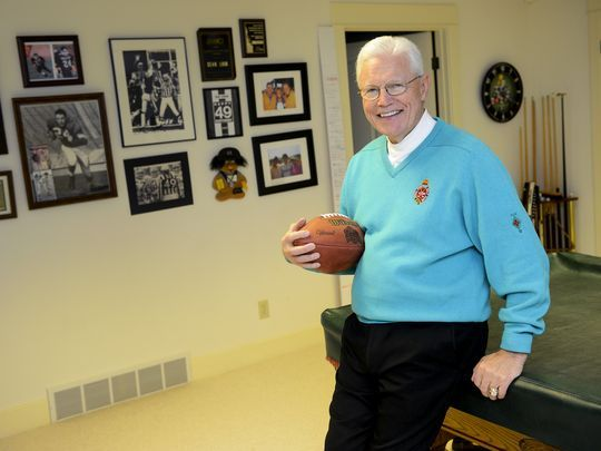 Former side judge Dean Look honored by the NFL officials union