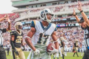 Lee Dyer stops the clock. (Los Angeles Rams)