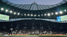 Bill Schuster officiates in London (Oakland Raiders).
