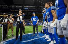 Scott Novak tosses the coin (Detroit Lions)