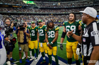 Ron Torbert conducts the coin toss (Green Bay Packers)
