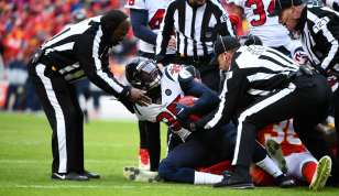 The Hochuli crew uncovers a pile (Tennessee Titans).