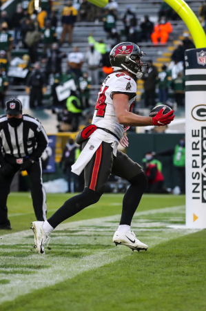 Perry Paganelli with eyes on the end line (Tampa Bay Buccaneers)