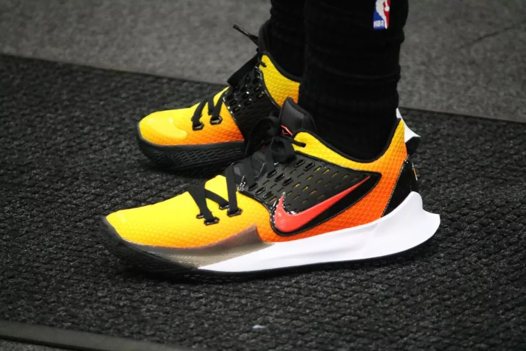 """Nike Kyrie Low 2 """"Sunset"""" - Now"""