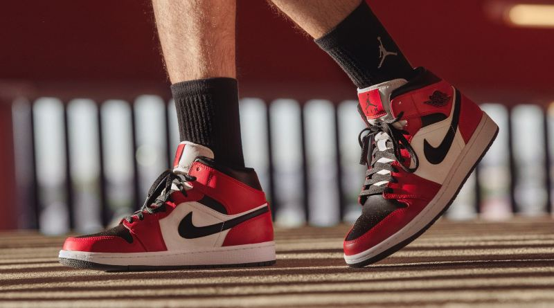 air-jordan-1-mid-chicago-toe-now-available