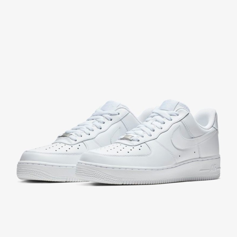 save-20%-on-these-staple-nike-air-force-1-07-trainers 2