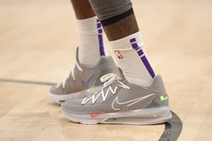nike-lebron-17-low-particle-grey-cd5007-004-release-info Feature