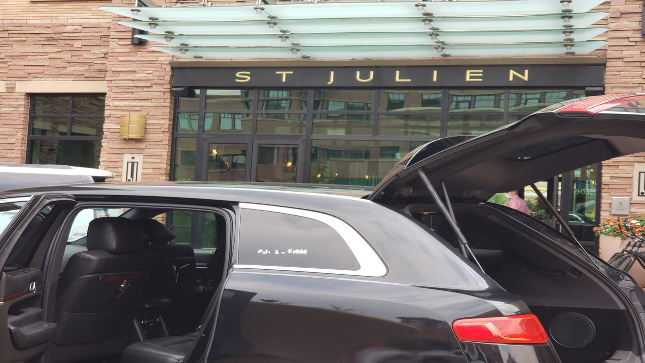 Luxury car service from Denver Airport to Boulder Hotels