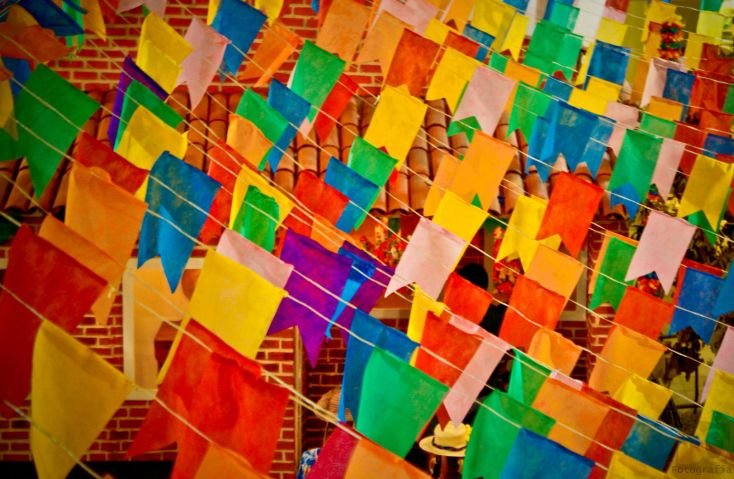 Flags, colors and folk by Dan Queiroz at Flickr under Creative Commons License 2.0.