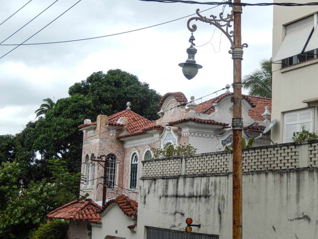 Santa Teresa mansion in the Rio de Janeiro on the cheap guide.