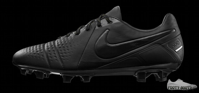 Nike Ctr360 Maestri Iii Lights Out