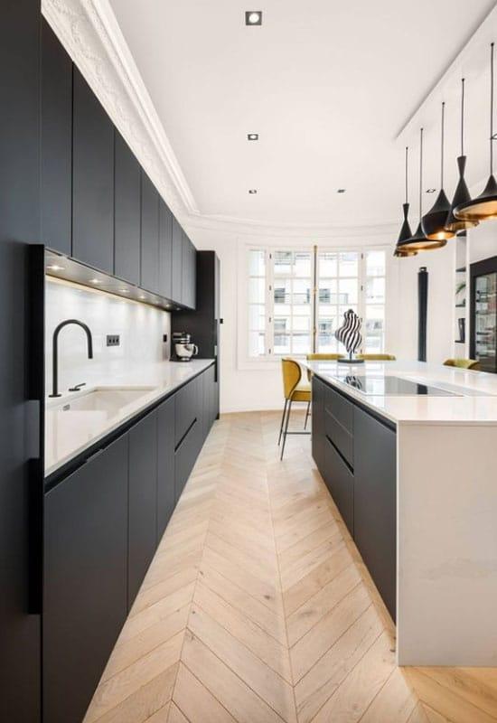 la cuisine noire en 26 ambiances chics